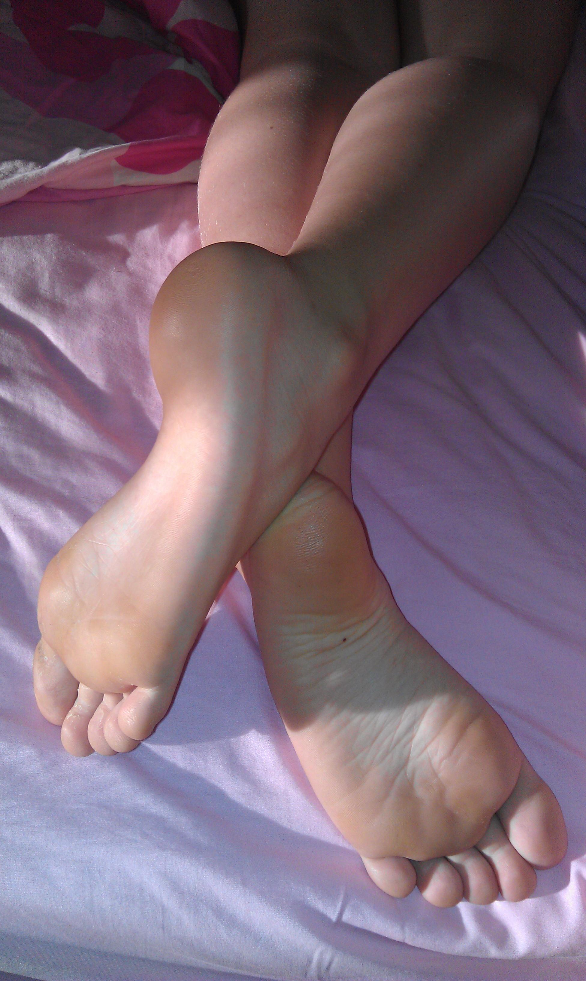 very little girls feet